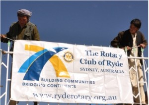 The Borjegai community erect the Rotary Club of Ryde sign